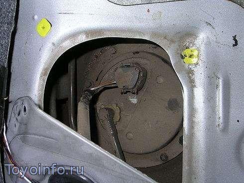 Замена топливного фильтра toyota Vitz