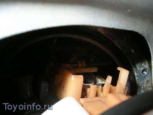 При вытаскивании топливный фильтр в сборе - мешает поплавок