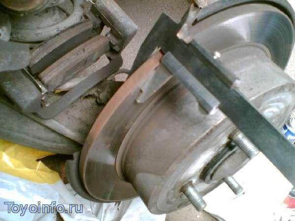 замеряем тормозной диск Toyota Corolla